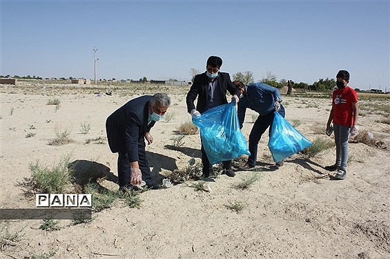 پاکسازی محیط زیست با مشارکت مسئولان و دانش آموزان پیشتاز ابرکوه