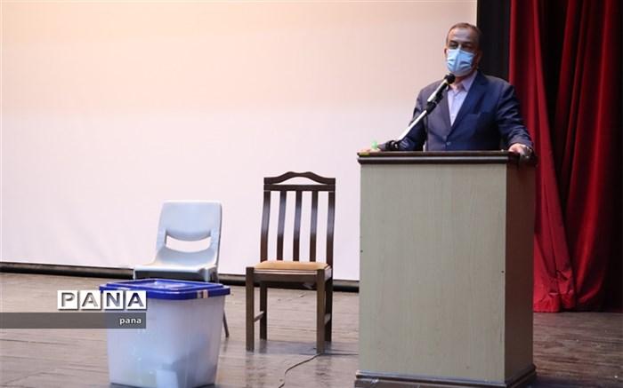 نمایندگان فرماندار، جمع بندی به هنگام فرایند رای گیری را اولویت خود در روز اخذ رای قرار دهند