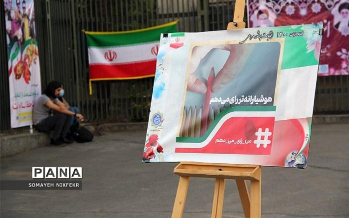 پیادهراه انتخابات در خیابان انقلاب تهران