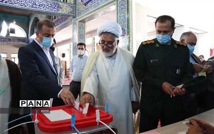 حضور مردم در پای صندوقهای رای و انتخاب اصلح سبب رقم خوردن سرنوشت آنها بدست خود خواهد بود