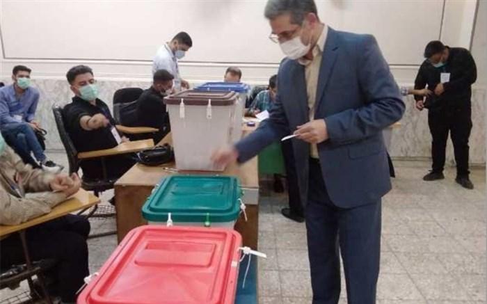 حضور مدیر آموزش و پرورش منطقه ۱۵ در پای صندوق رای