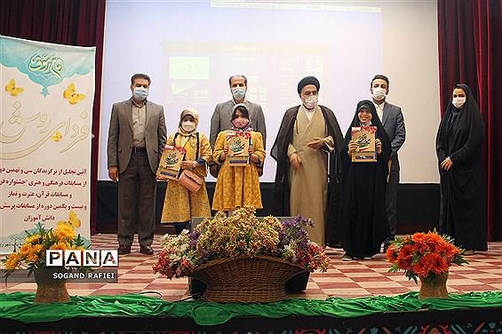 تجلیل از دانشآموزان برگزیده مسابقات فرهنگیهنری در ناحیه یک شهرری