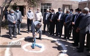 کلنگ احداث مدرسه ۶ کلاسه خیرساز دخترانه در روستای مهدی آباد واحد رفسنجان به زمین زده شد