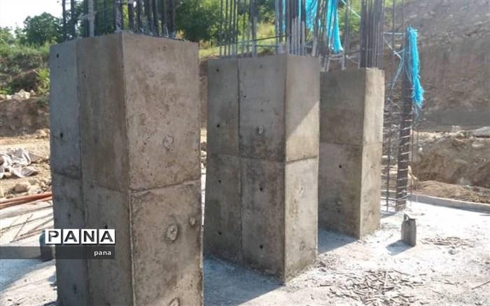 بازدید مدیر اداره کنترل سیلاب منابع طبیعی و آبخیزداری مازندران از پروژه بند سرشاخه گیر روستای ولمازو