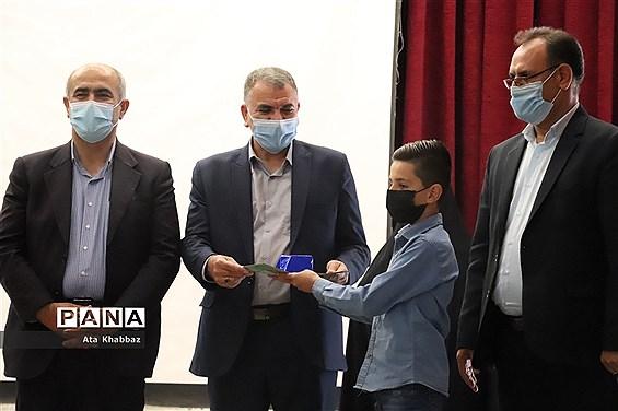 آئین تجلیل از برگزیدگان مسابقه اسطوره های مقاومت آموزش و پرورش در آذربایجان شرقی