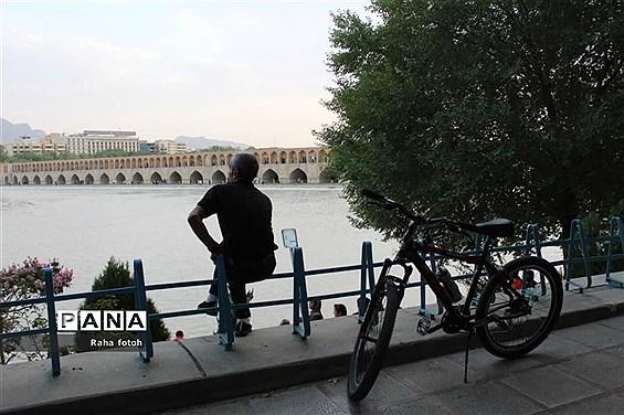 چشم اصفهان به زاینده رود روشن شد