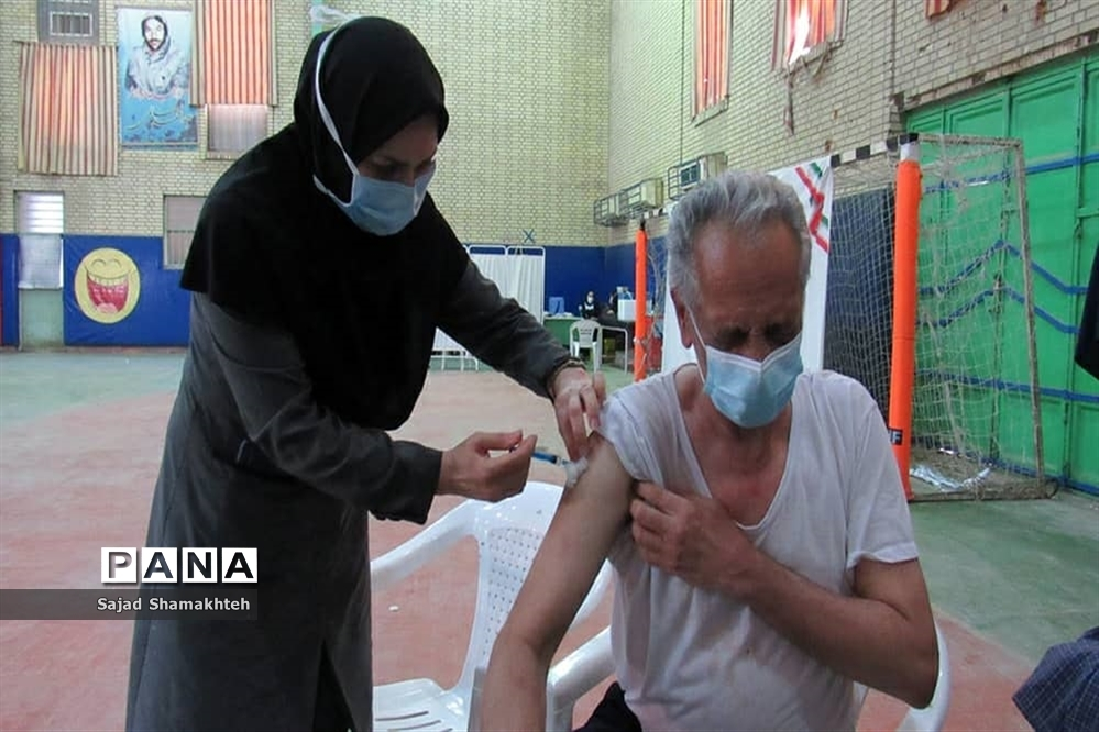 واکسیناسیون افرادبالای ۵۰ سال در اهواز