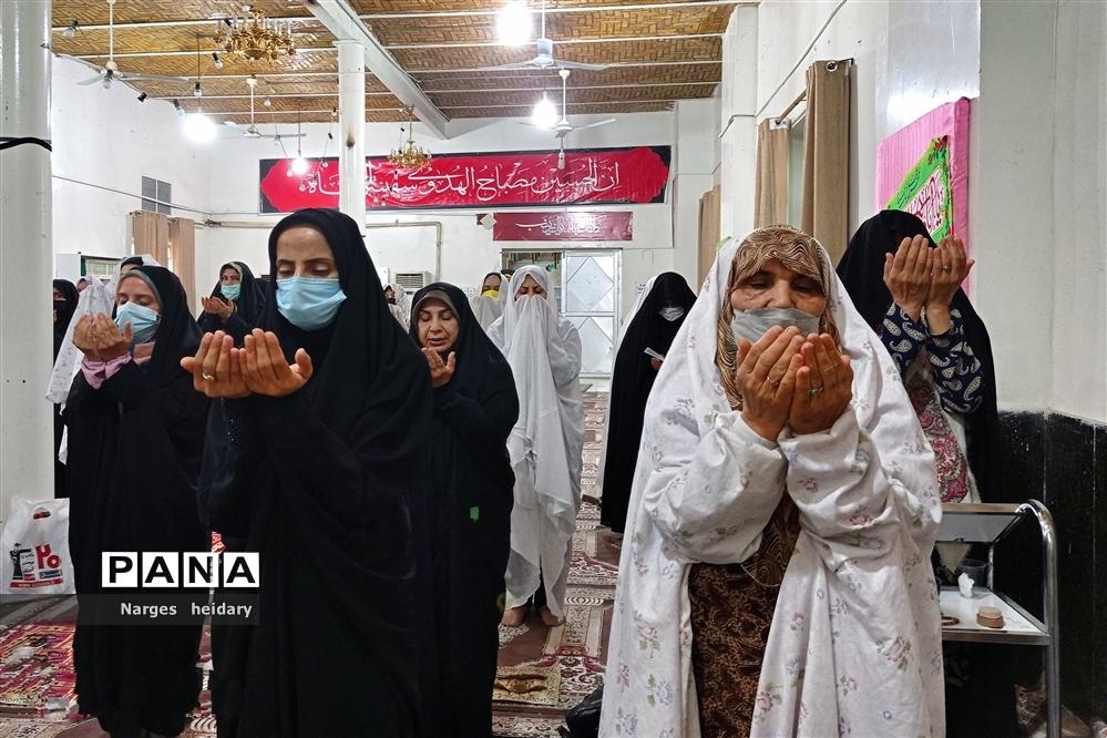 اقامه نماز عید قربان و مراسم قربانی کردن در امیدیه