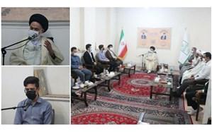 ارائه گزارش اقدامات مجلس دانش آموزی قم در دیدار با آیت الله حسینی بوشهری