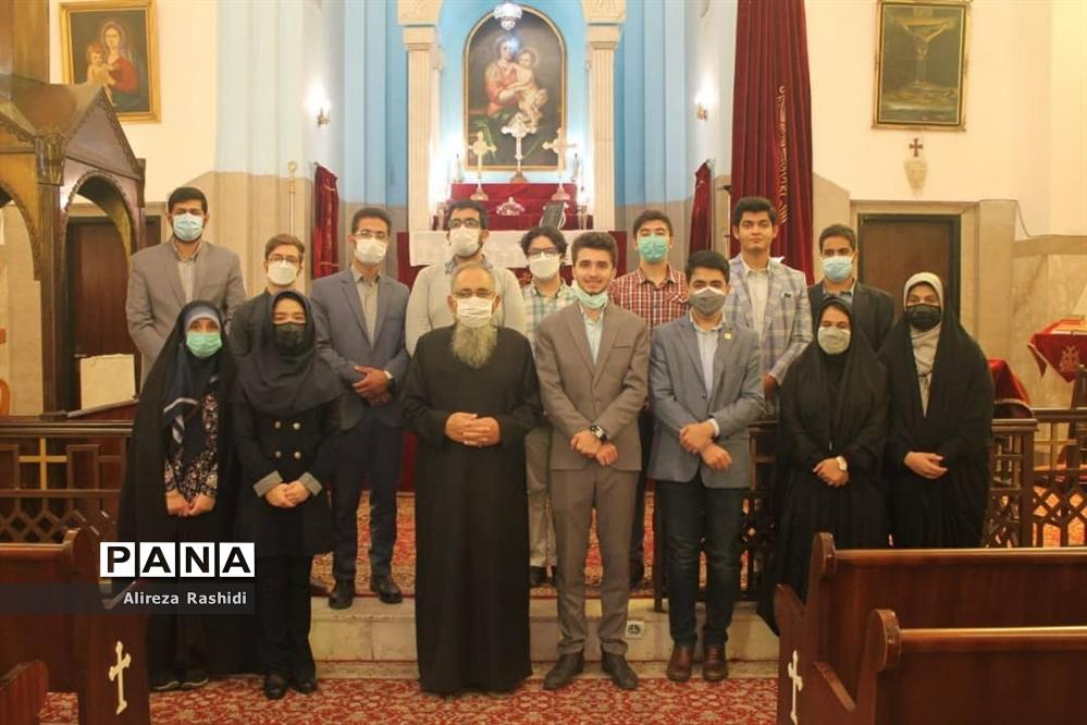 بازدید اعضای انجمن صلح و حقوق بشر جوانان از کلیسای گریگور