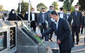 آغاز برنامه های اجلاس مدیران آموزش و پرورش در قزوین با عطرافشانی گلزار شهدا