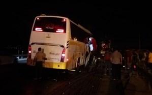 تصادف اتوبوس با تریلر در جاده کاشان-قم؛ ۲۲ مسافر مصدوم شدند