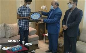 تجلیل مدیرکل صدا و سیمای کرمان از دانشآموز رفسنجانی حائز رتبه دوم کنکور سراسری