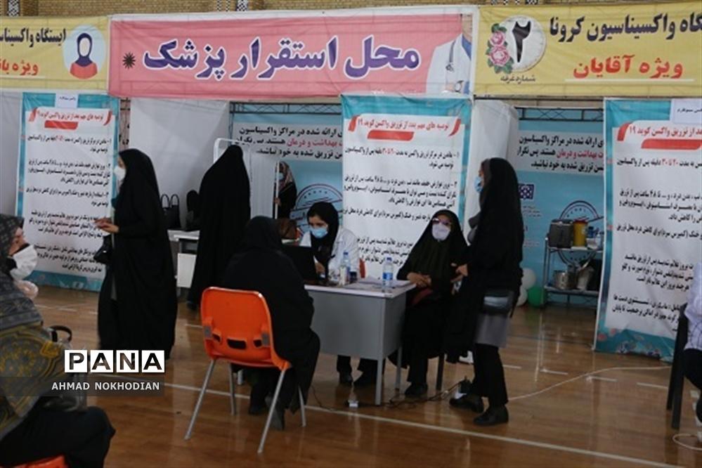 واکسیناسیون فرهنگیان ناحیه یک شهرری با حضور مدیر آموزش و پرورش ناحیه