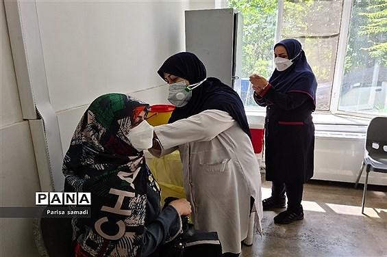 تزریق دوز دوم واکسن کرونا به فرهنگیان منطقه ۱۳ تهران