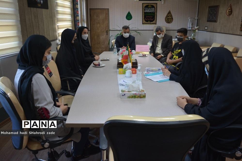 تجلیل از منتخبین رتبه برتر استانی در جشنواره نوجوان سالم و طرح یارگیری در ناحیه یک مشهد