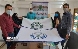 از پرچم جدید سازمان دانشآموزی و پیشتازان رونمایی شد