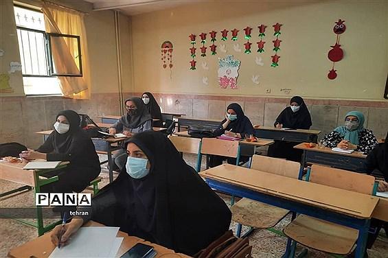 برگزاری کارگاههای ترکیبی حضوری و مجازی برای معلمان جدیدالورود ابتدایی منطقه 7
