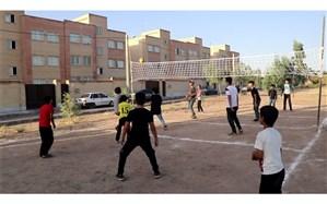 آماده سازی زمین والیبال ویژه دانشآموزان در پردیسان قم