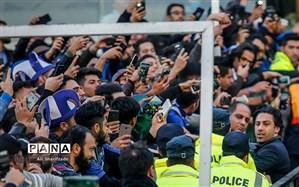 هوادار استقلال دوست دارد فرهاد مجیدی بماند؛  وزیر ورزش به نظر هواداران احترام بگذارد