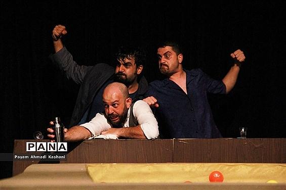 اجرای نمایش سه شب با مادوکس