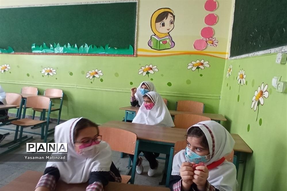 جشن شکوفهها در دبستان دخترانه راضیه منطقه 8