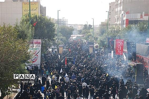 راهپیمایی جاماندگان اربعین حسینی درشهرستان ری