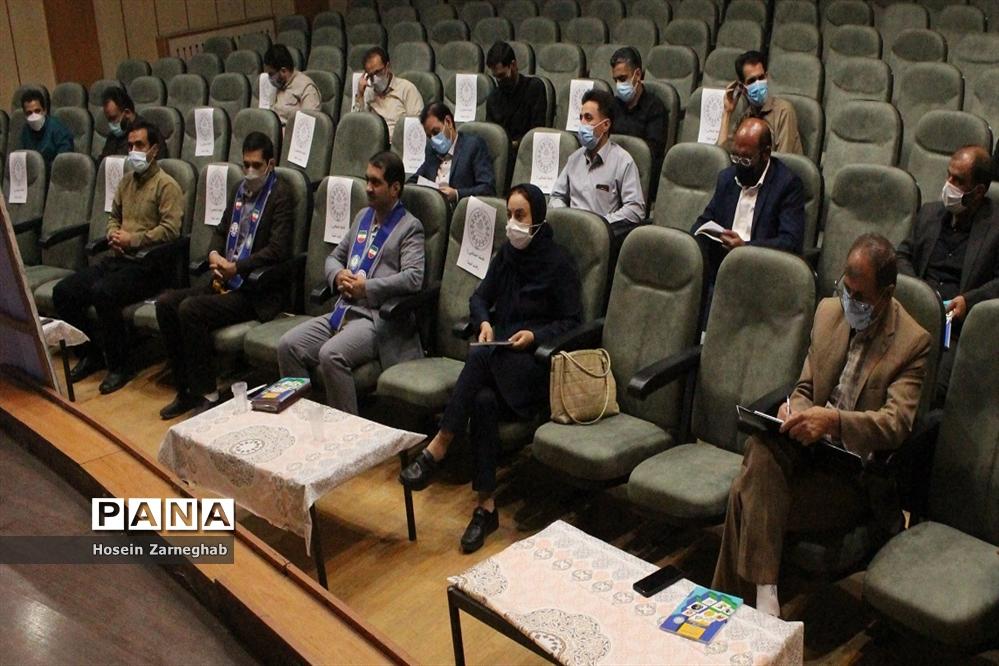 دومین نشست تبیین سند تحول تشکیلات دانشآموزی پیشتازان سازمان دانشآموزی استان همدان