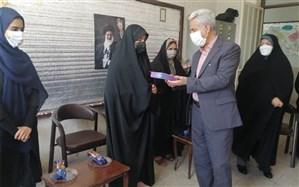 اهدا تبلت به دانشآموزان نیازمند ناحیه 4 شیراز در جشن شور عاطفهها