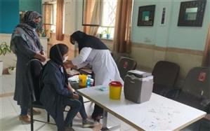 طرح واکسیناسیون خانوادهمحور دانشآموزان در اسلامشهر اجرا شد