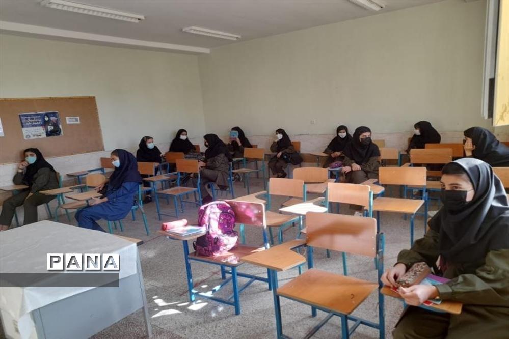 حضور پرشور دانشآموزان در مدرسه مرضیه شهرکرد