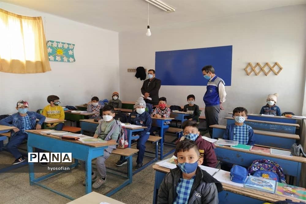 بازدید از مدارس شهرضا توسط مدیر کانون شهید مفتح و مسئول سازمان دانش آموزی شهرضا
