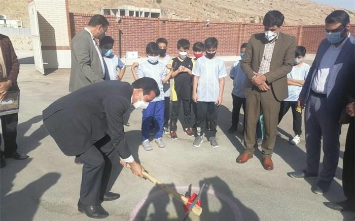 افتتاح و کلنگزنی چندین پروژه ورزشی ویژه دانشآموزان در شهرستان لار