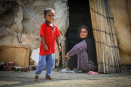 ساکنان روستای «حسین آباد» همگی کپرنشین هستند. | Ali Sharifzade