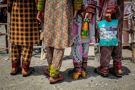 دختران کپرنشین روستای «چاه داد خدا» بدون داشتن هیچ نوع امکانات تفریحی روزشان را سپری میکنند. | Ali Sharifzade