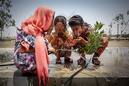 لوله کشی آب در قسمتی از روستا «مزرعه» انجام شده است اما این میزان آب، کفاف همه خانوارهایی را که در این روستا زندگی میکنند، نمیدهد. | Ali Sharifzade