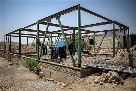 اسکلت خانه هایی که با دریافت وام از سوی دولت برای باز سازی داده شدو پیمانکار بعد از گرفتن هزینه ها فقط بخش کوچکی از خانه را درست کرده اند و دیگر به مناطق سرنزده و حتی به گفته مردم تلفن آنها هم جواب نمی دهند  | Ali Sharifzade