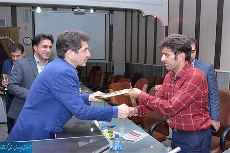 در نشستی با حضور مدیر کل آموزش و پرورش از مدیران فرهنگی رسانه های مکتوب استان کرمانشاه تجلیل شد    Nazanin rahmanabadi
