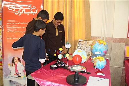 این نمایشگاه با اهداف آشنای با ابزار های آموزشی جدید،افزایش میزان ماندگاری مفاهیم آموزشی و اهتمام به طراحی و تجهیزو ساخت مناسب آزمایشگاه های  مدارس برگزار شد. | sheyda mashhour