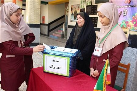 انتخابات شورای دانش آموزی در دبیرستان شهیده سهام خیام بوشهر | Atena Khaki