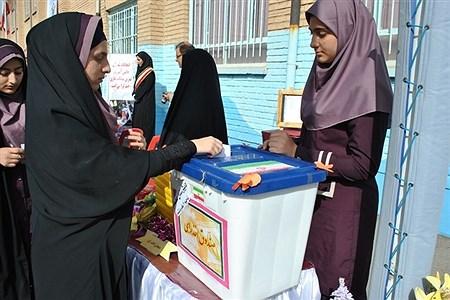 انتخابات شورای دانش آموزی در استان کرمانشاه برگزار شد. | nazanin rahmanabadi