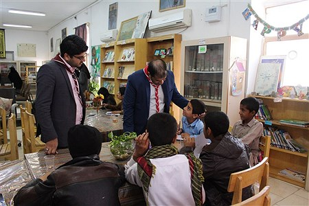 بازدید دانش آموزان پیشتاز از کتابخانه استاد کامبوزیا در زاهدان | esmaiell dehvarie