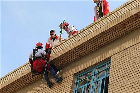 اجرای مانور زلزله با شعار مدرسه ایمن جامعه تاب آور | mohammad saleh karami