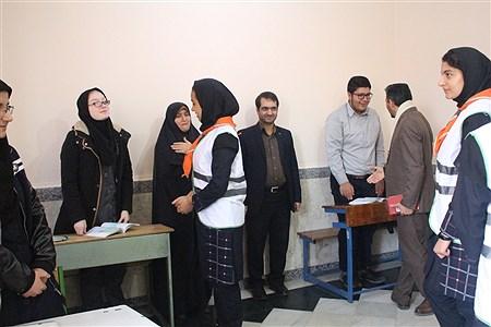 رئیس سازمان دانش آموزی استان همدان به همراه تعدادی از دانش آموزان پیشتاز از مجتمع آموزشی نابینایان موسی ابن جعفر بازدید کردند. | jhaleh heydarpour