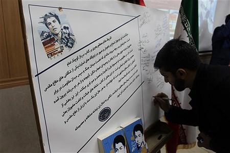 سنندج(پانا)-در آیین رونمایی از کتاب سرباز کوچک امام که در 761 صفحه به قلم فاطمه دوست کامی منتشر شده است جشن امضاءمسولان برگزار شد. | Mani Moezardalan