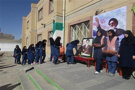 نواخته شدن زنگ انقلاب در دبیرستان نمونه کاشی نیلوفر | MohadesehHesami