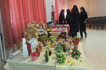 برگزاری نمایشگاه نقاشی در دبیرستان فروغ به مناسبت دهه فجر | Farrokhi