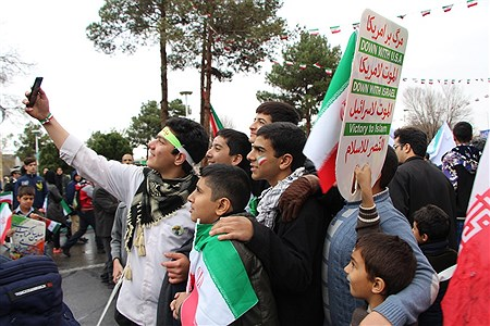 حضور با شکوه مردم یزد زیر بارش رحمت الهی در جشن چهل سالگی انقلاب | amirhossein amirinezhad
