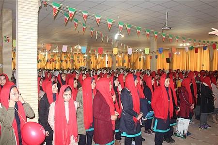 تمرین نهایی سرود 1357 نفری توسط دانش آموزان مدارس منتخب همدان | Maryam Piri
