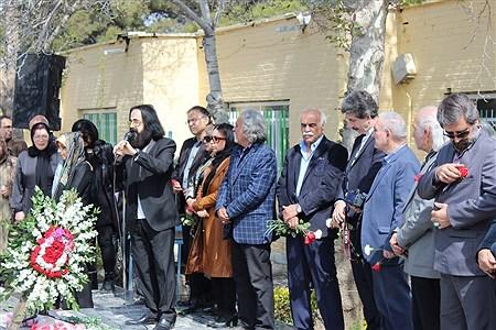 گردهمایی انجمن هنرمندان ایران در قطعه هنرمندان بهشت زهرا(س) | Fateme Qadam Zadeh